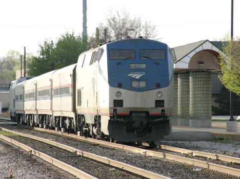 Amtrak 427 is eastbound at Battle Creek.  2006 [Dale Berry photo]